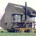 """Maison déménagée par """"Dawn House Movers"""". La masse indiquée sur leur site pour cette maison est de 250 tonnes. (Photo : www.dawnhousemovers.com)"""