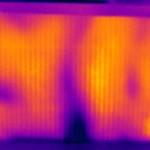 Image 4 : Le carton est vertical, au milieu du four